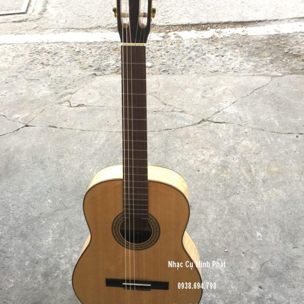 dan-guitar-classic-go-cong-cuom-tai-quan-binh-tan-tphcm