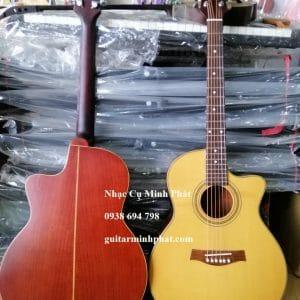 Cửa hàng chuyên cung cấp sỉ và lẻ đàn guitar giá rẻ tại tphcm quận Bình Tân. Được làm từ gỗ Hồng Đào kỹ cao cấp, kè chỉ bọc tút kỹ lưỡng. Âm thanh đơn giản là chất.