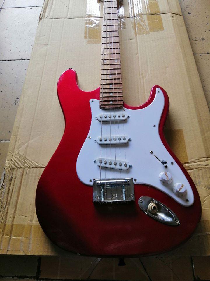 Đàn Guitar Điện Giá Rẻ Cho Người Tập Chơi 6