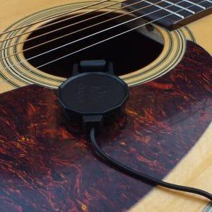 Pickup Sản phẩm được thiết kế cho dòng đàn Guitar acoustic lẫn claasic, Ukulele Giúp tăng âm lượng của cây guitar mà không cần phải đục thùng đàn như khi gắn EQ. Công dụng: Tiện lợi để tháo lắp và sử dụng.